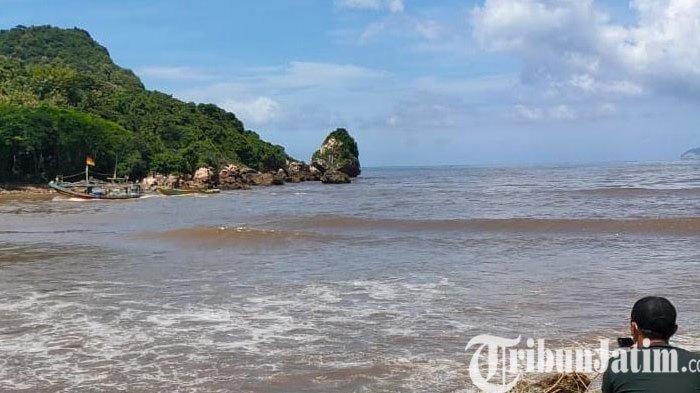 Perahu Rusak Dihantam Ombak, Seorang Nelayan Hilang di Pantai Pancer Puger Jember