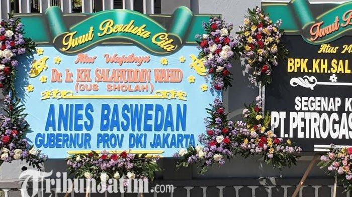 Gubernur DKI Anies Baswedan Kirim Bunga Duka Cita Atas Wafatnya KH Salahuddin Wahid