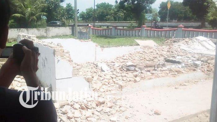 Tiada Angin Tiada Hujan, Bangunan Kantor BPD di Jombang Ambruk, Diduga Penyebabnya ini
