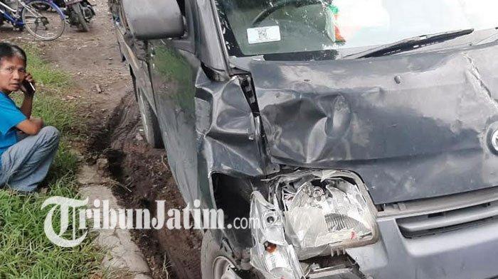 Pecah Ban, Pikap Hajar Tiga Motor di Jombang, Satu Pengendara Tewas