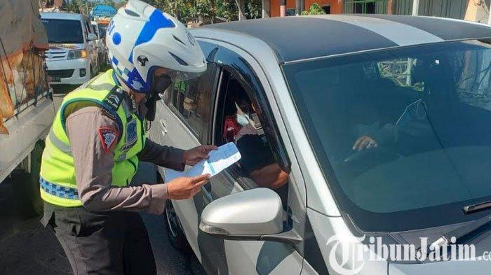 Polres Kediri Lakukan Pembatasan Mobilitas Masyarakat di Kecamatan Kandangan Kabupaten Kediri