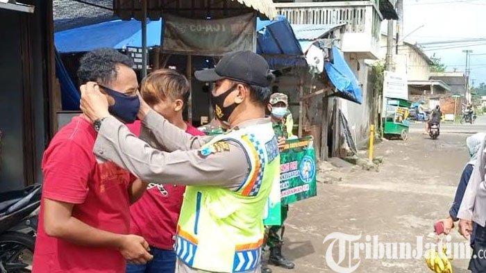 Kapolres Kediri Blusukan ke Pasar Induk Pare Bagikan Masker