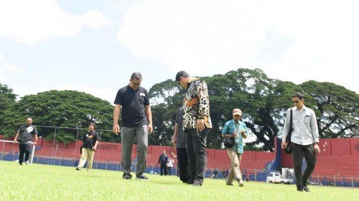 Wali Kota Kediri Abdullah Abu Bakar dan Pejabat Lain Tinjau Ronivasi Stadion Brawijaya
