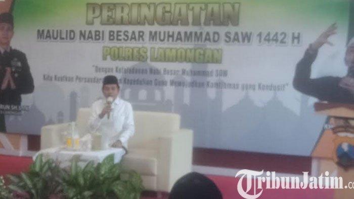 Polres Lamongan Gelar Maulid Nabi, KH Anwar Zahid Bahas Akhlaq, Bikin Perut Ibu Bhayangkari Kaku