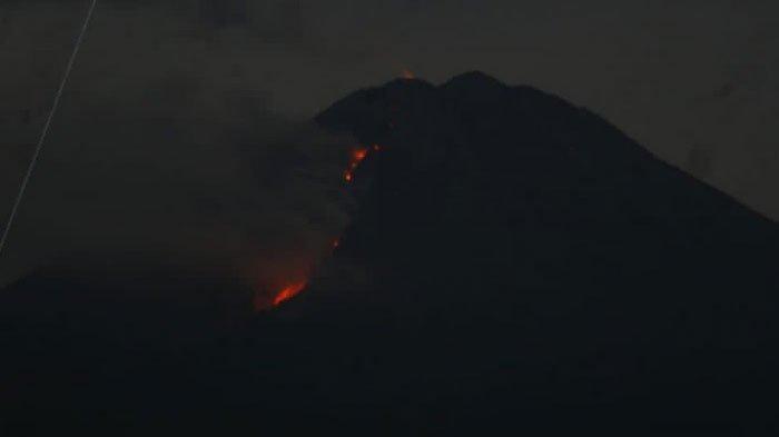 BREAKING NEWS - Gunung Semeru Kembali Muntahkan Lava Pijar