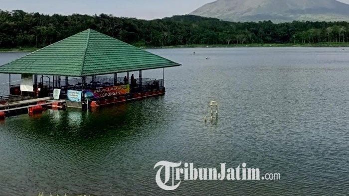 Tempat wisata  yang cukup indah dan mempesona yakni Ranu Klakah di Kabupaten Lumajang, Jawa Timur.