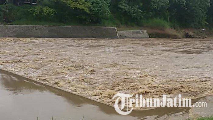 Lagi, Tim SAR Gabungan Sisir Sungai Bengawan Madiun dengan Dua Perahu Karet