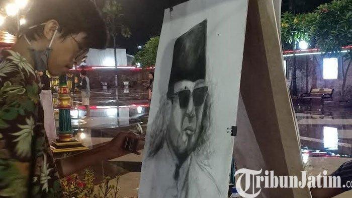 Peringati Bulan Bung Karno, Sepuluh Pelukis di Kota Madiun Lukis Sketsa Wajah Soekarno