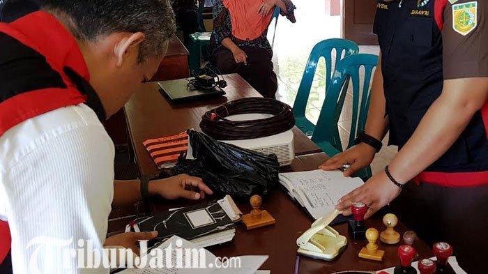 Ungkap Korupsi DD, Kejari Magetan Temukan Sejumlah Stempal Toko di Kantor Desa