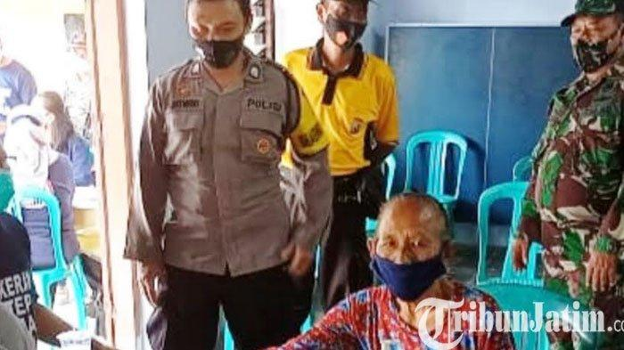 TNI/Polri Fasilitasi Lansia Magetan Vaksin Covid-19 ke Puskesmas