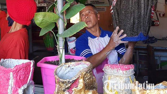 Pria di Magetan ini Ubah Limbah Menjijikan Diolah Jadi Benda Seni Bernilai Tinggi