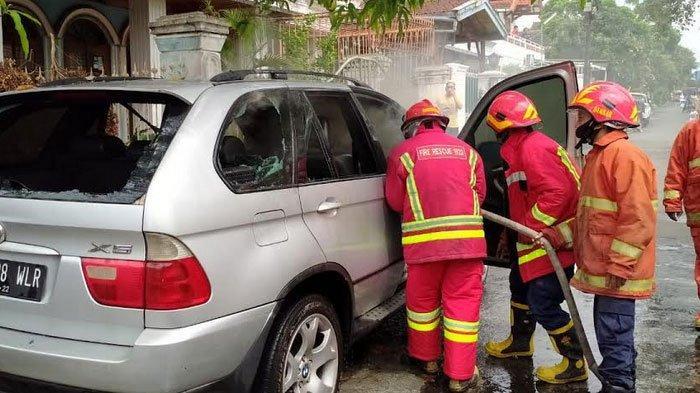 Alami Korsleting Listrik, Mobil Mewah di Kota Malang ini Habis Terbakar
