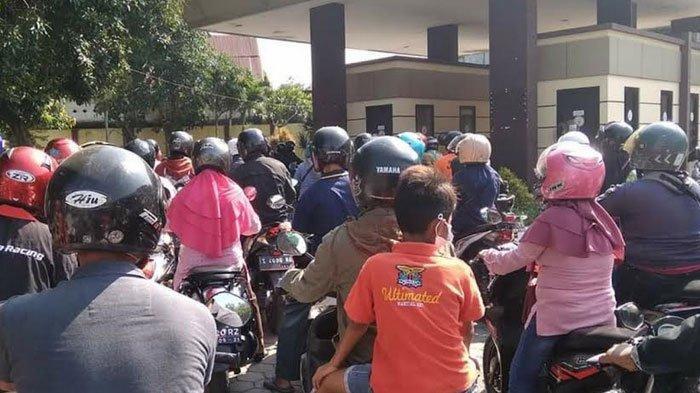 Ada Penambahan Petugas, Antipasi Penumpukan di Loket Drive Thru Kantor Bersama Samsat Mojokerto