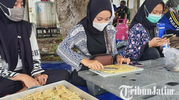 Dapur Umum DU Dinsos Mojokerto Pasok 1700 Nasi Bungkus Bagi Korban Banjir