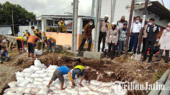 Pembatasan Aktivitas Kendaraan Angkutan Barang Dilarang Melintas di Jembatan Murukan Mojokerto
