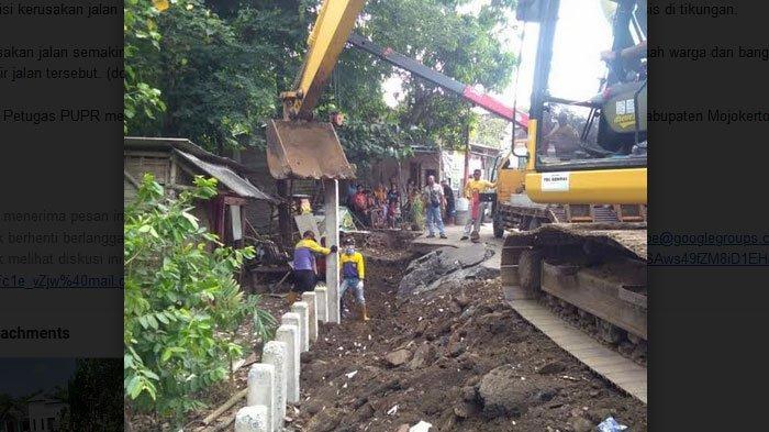 Perbaikan Jalan Ambles Yang Terkena Erosi Sungai Marmoyo  Mojokerto