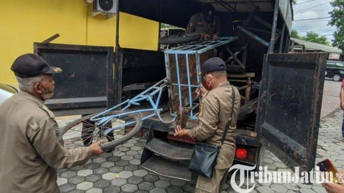 Satpol PP Razia PKL Yang Bandel Berjualan di Trotoar dan Bahu Jalan Kota Mojokerto