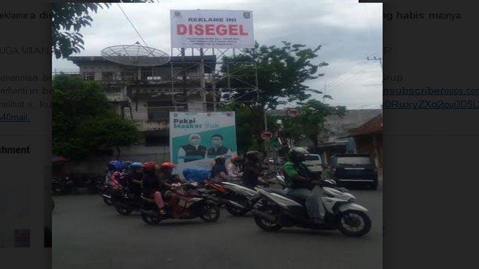 Satpol PP Segel 8 Reklame Bodong di Jalan Protokol Kota Mojokerto