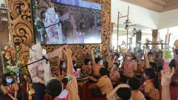 Wali Kota Mojokerto, Ning Ita Mendongeng di Hadapan Puluhan Siswa, Peringati Hari Dongeng Sedunia