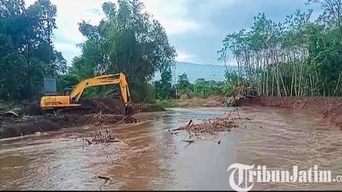 Cegah Banjir, Pemkab Pasuruan Bersih - Bersih Sungai