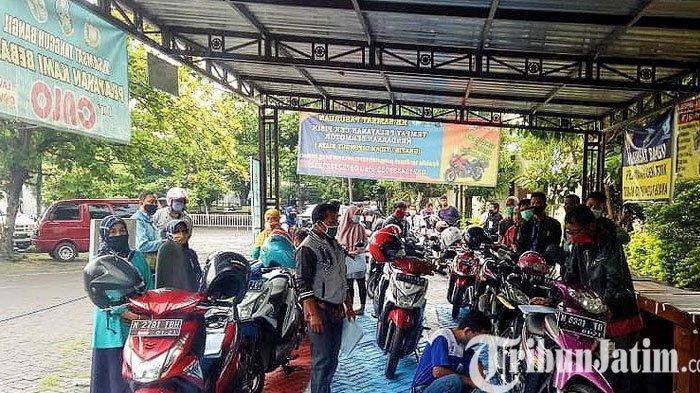 Pelayanan Samsat Polres Pasuruan Beri Jalur Antrean Khusus Untuk Perempuan