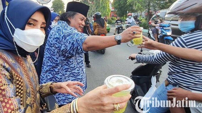 Sempurnakan Safari Ramadhan, DPD NasDem Pasuruan Bagikan Takjil
