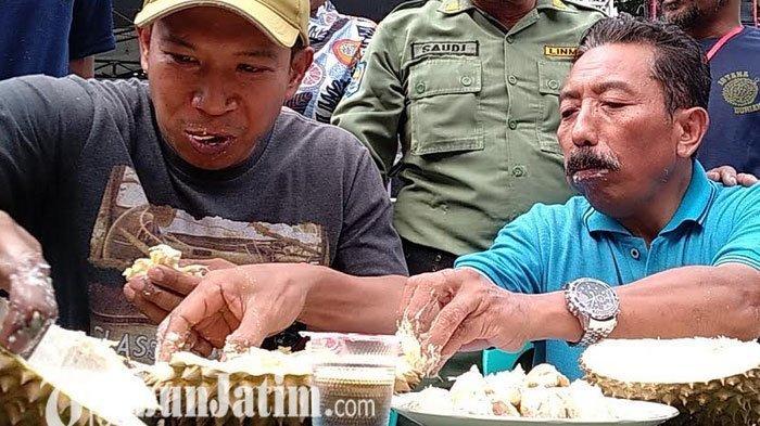Habiskan 27 Biji Durian, Ari dan Sanusi Jadi Pemenang Lomba Makan Durian di Pasuruan