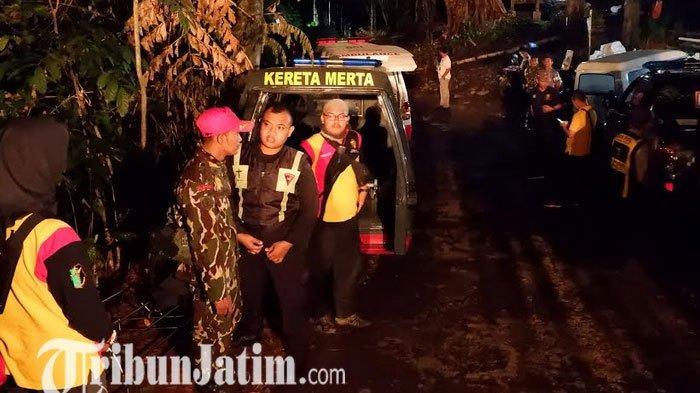 DETIK-DETIK 8 Brimob Tersambar Petir di Gunung Ringgit Pasuruan Saat Hujan Deras, 3 Nyawa Melayang