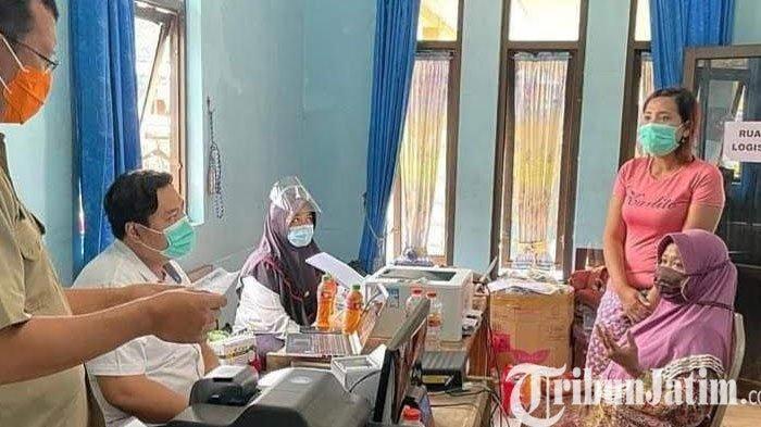 Dispendukcapil Bantu Korban Banjir Kepulungan Cetak KTP, KK Yang Hilang