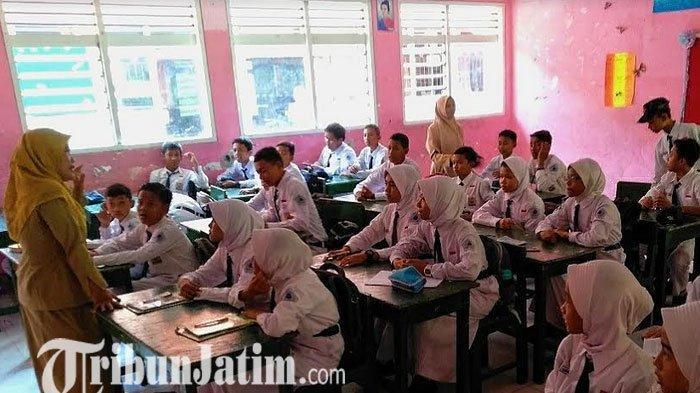 Sekolah di Pasuruan Tidak Diliburkan, Siswa - siswi SMPN 1 Bangil Pasuruan KBM Seperti Biasanya