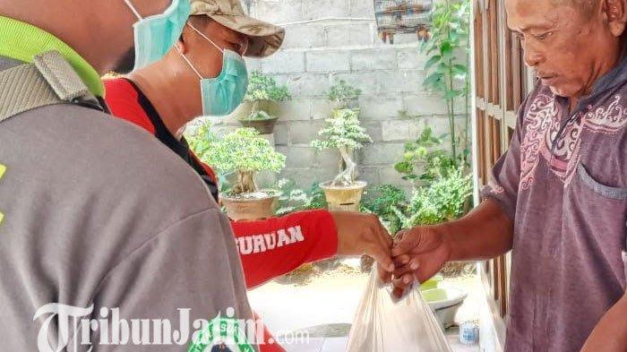 Ramai - Ramai Bantu Pemerintah Kabupaten Pasuruan Bagikan Sembako