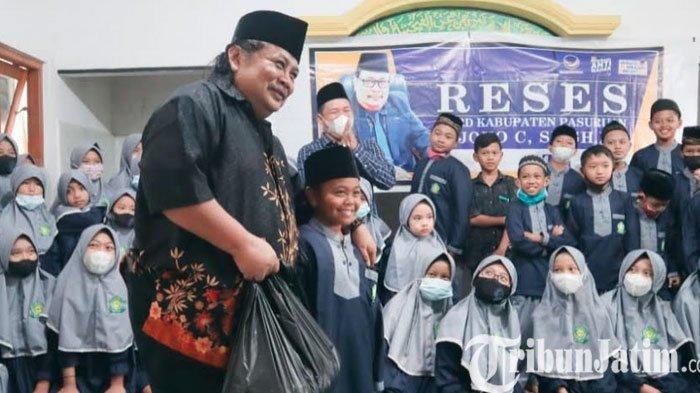 DPD NasDem Kabupaten Pasuruan Bagikan Paket Sembako ke Warga