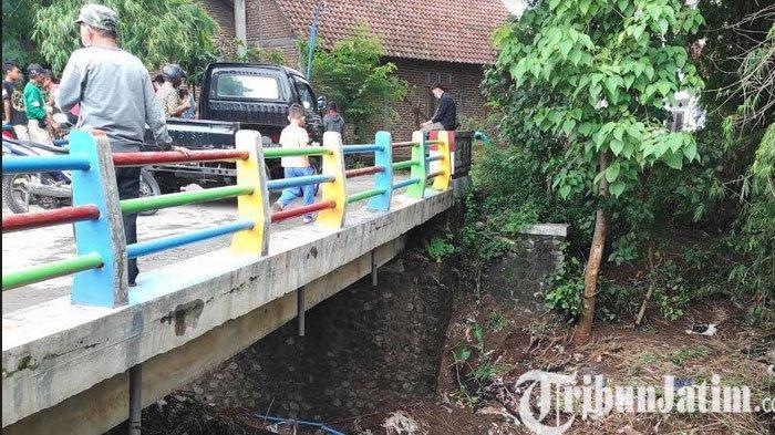 Debit Air Besar, Jembatan Semi Permanen di Ponorogo Hanyut Terbawa Arus Sungai