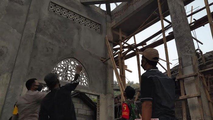 Pasang Galvalum Masjid, Pria di Ponorogo Tewas Tersengat Listrik