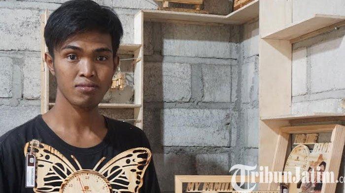 Pemuda di Ponorogo Rintis Usaha Kerajinan Aksesoris Dari Limbah Jati Belanda