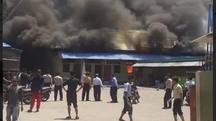 BREAKING NEWS - Gedung Penyimpanan Alat Pramuka di Pondok Gontor 2 Ponorogo Terbakar