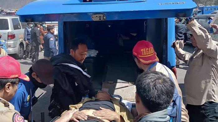 BREAKING NEWS - Bupati Pasuruan  Pasuruan Irsyad Yusuf Tumbang Saat Apel Tagana di Bromo
