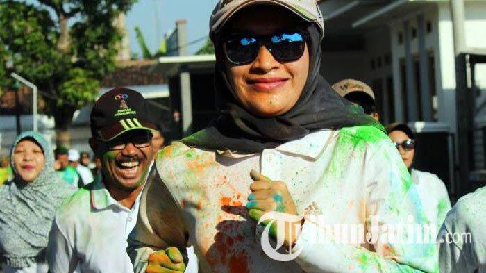 Tepung Warna Seberat 1 Ton Meriahkan Colour Run Hut Probolinggo