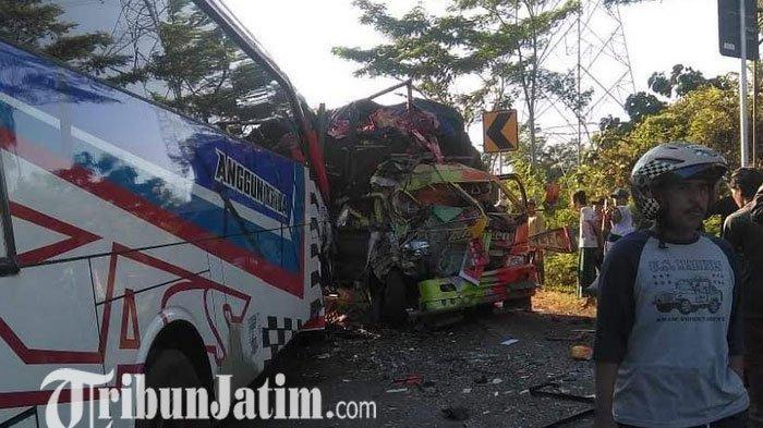 Tabrakan Truk Buah VS Bus di Probolinggo, Dua Orang  Tewas