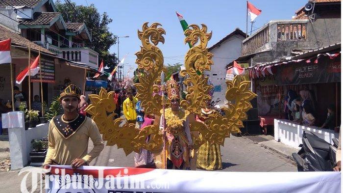 Video - Burung Garuda,Rumah Adat Papua, Kerajaan Mesir Muncul di Karnaval Ngingas Sidoarjo