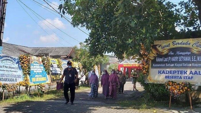 Suasana Rumah Duka Kolonel Harry Setyawan di Sidoarjo, Malam Tadi Dikunjungi Menhan Prabowo