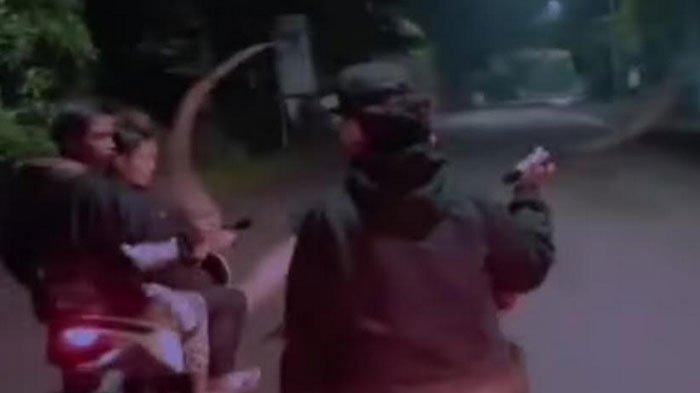 'Gangster' Acung-acungkan Celurit di Sidoarjo Dibekuk Polisi