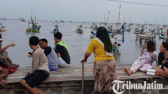 Perahu Slerek Nelayan Kilensari Situbondo Jatim Karam, 12 AKB Selamat