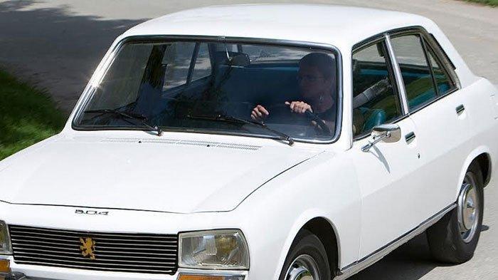 Loyalis dan Kolektor Mobil Peugeot Klasik Patut Bangga Raih Car of The Year di Jenewa