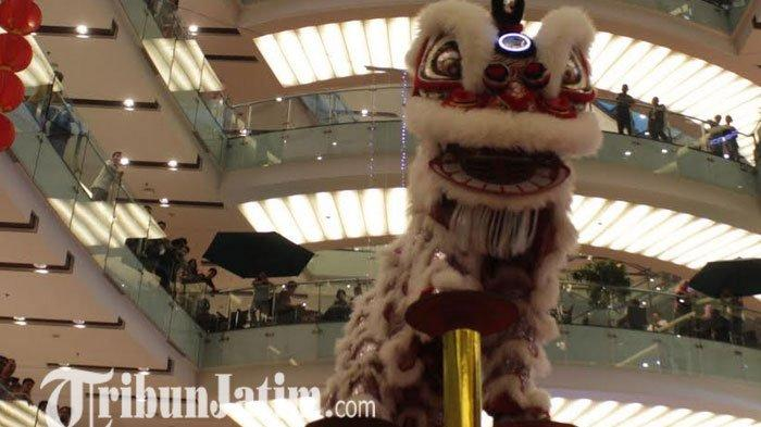 Atraksi Barongsai Tonggak Meriahkan Perayaan Imlek di Grand City Mall Surabaya