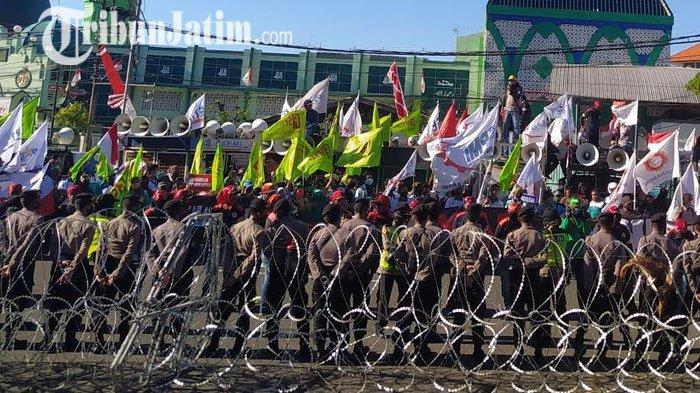 Didemo Ribuan Buruh Soal Omnibus Law, DPRD Jatim Siap Lanjutkan Usulan ke DPR RI