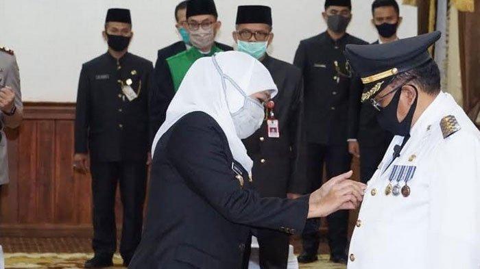 Gubernur Jatim Khofifah Lantik Santoso Menjadi Wali Kota Blitar Sisa Masa Jabatan 2016-2021