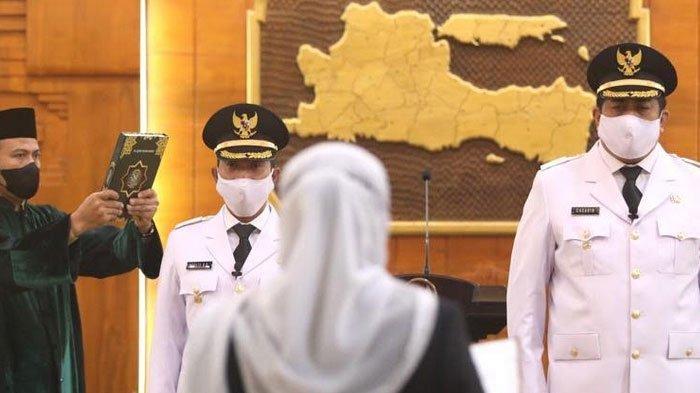 Gubernur Jatim Khofifah Melantik Bupati dan Wakil Bupati Pacitan Indrata - Gagarin