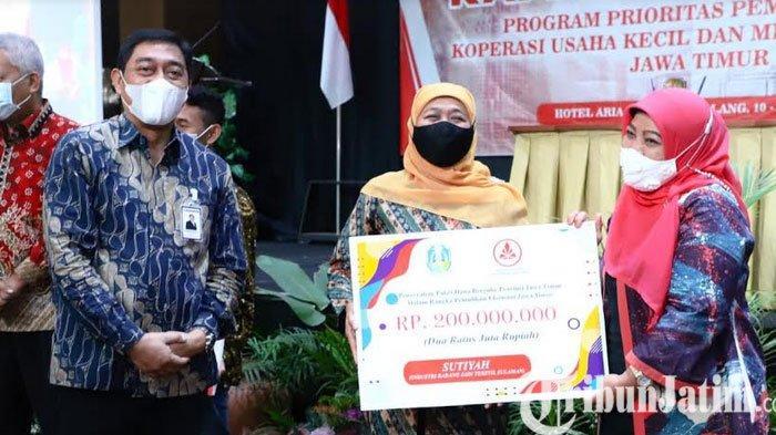 Gubernur Jawa Timur Khofifah Minta Dinkop Fasilitasi Kemudahan Perizinan Pelaku Usaha