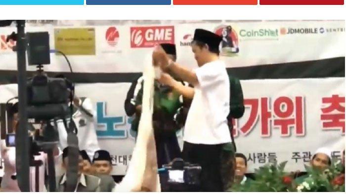 Gus Baha Berdakwah Itu Mendirikan Masjid di Pelosok, Lelang Baju, Sarung dan Kopyah di Korea